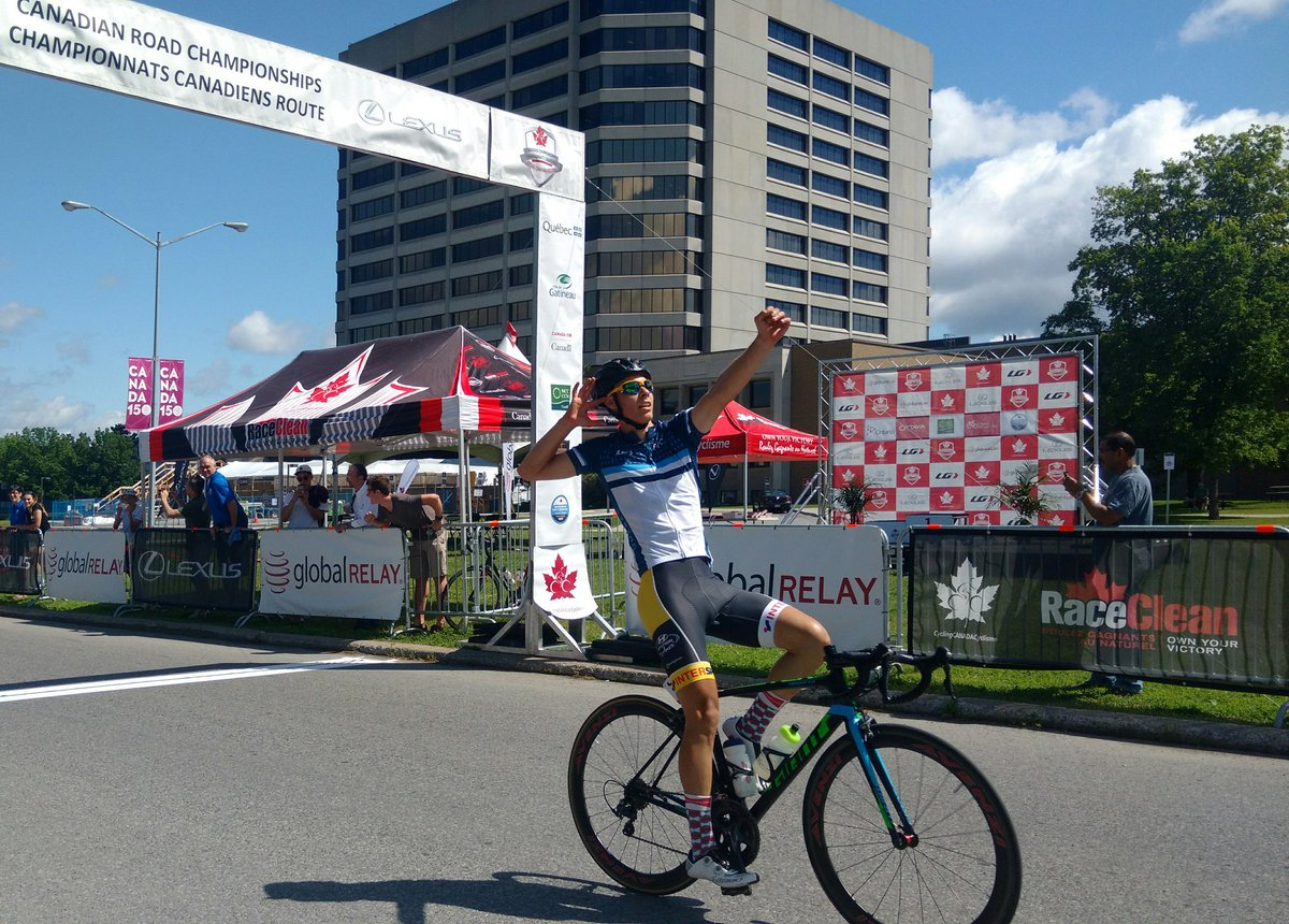And Charles-Etienne Chrétien takes the win for Junior Men at #canroadc...