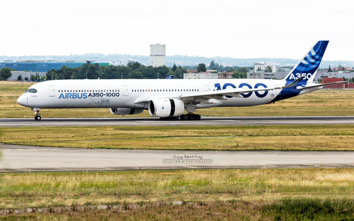 Airbus #A350-1000 F-WMIL during runway test yesterday. #Avgeeks #Toulouse <br>http://pic.twitter.com/EMBoFielo6