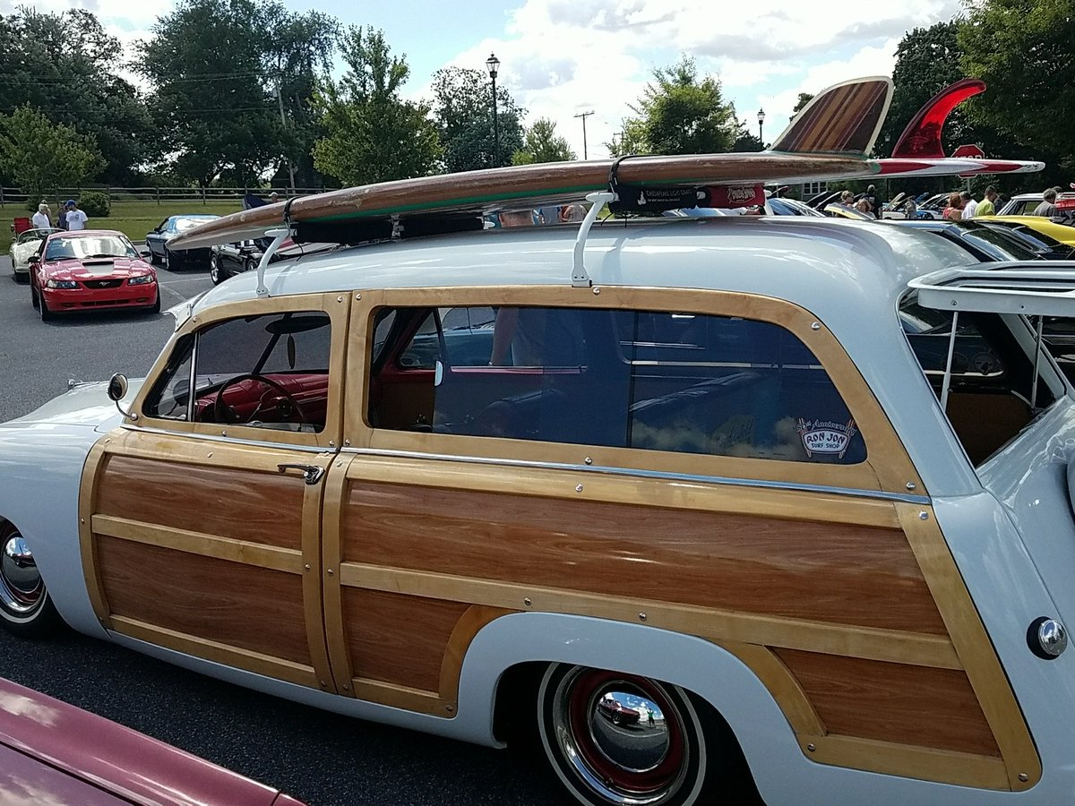 Surf&#39;s up at the @LegUpFarm #carshow. #woody <br>http://pic.twitter.com/bGy5imabtp