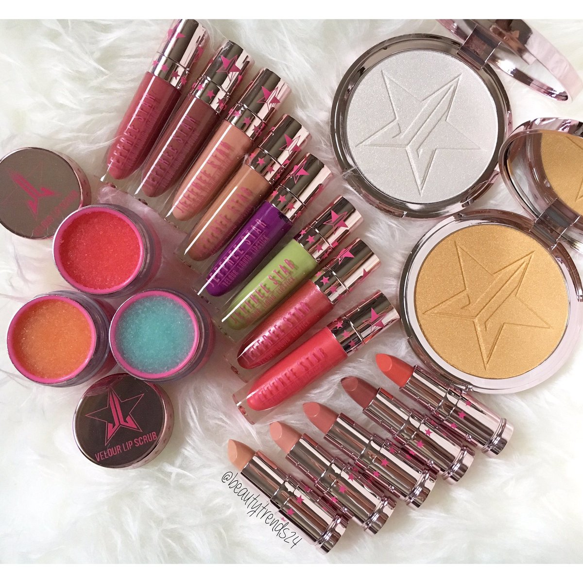 Who&#39;s ready for the new @JeffreeStar collection??!! #jeffreestarcosmetics #makeup #makeupaddict #makeupjunkie #makeupwhore<br>http://pic.twitter.com/7NHbqOIaM6