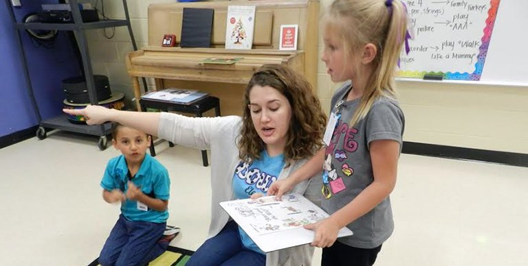 Know a teacher just starting their career? Here are 10 tips for new music educators.  http:// bit.ly/101styrstrat  &nbsp;   #musiced <br>http://pic.twitter.com/Pq2NBi0ekF