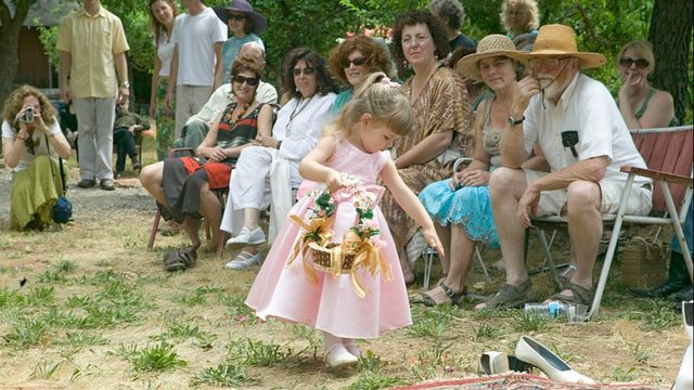 'Flower man' steals the show at Wisconsin wedding https://t.co/fg0s9Jg6VF