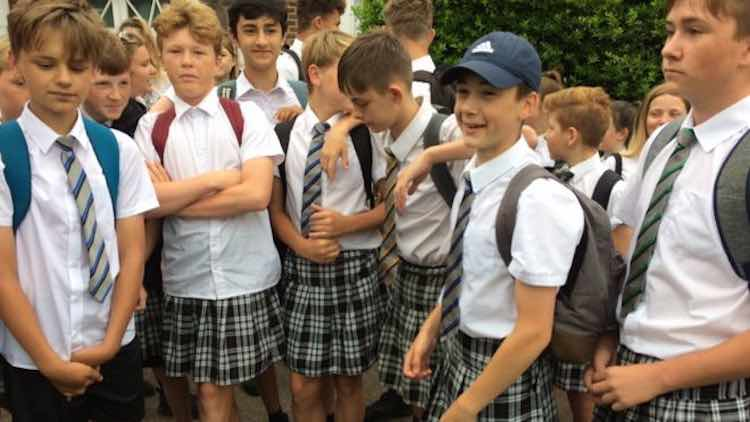 Boys Win Right to Wear Shorts—By Wearing Skirts to School in Heat-Wave #Protest   https://www. goodnewsnetwork.org/boys-win-right -wear-shorts-school-wearing-skirts-heat-wave-protest/ &nbsp; …  #Exeter<br>http://pic.twitter.com/whCjNxQLR6