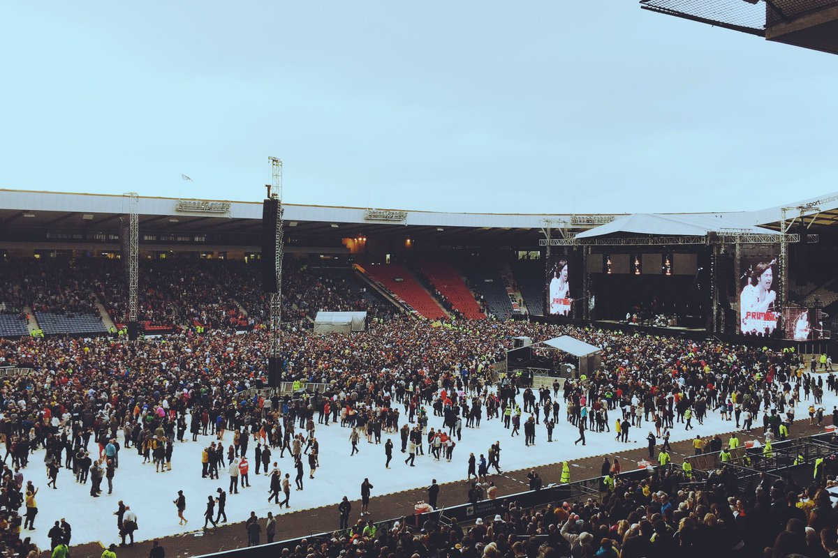Hampden coming together for Glasgow's own Primal Scream! https://t.co/...