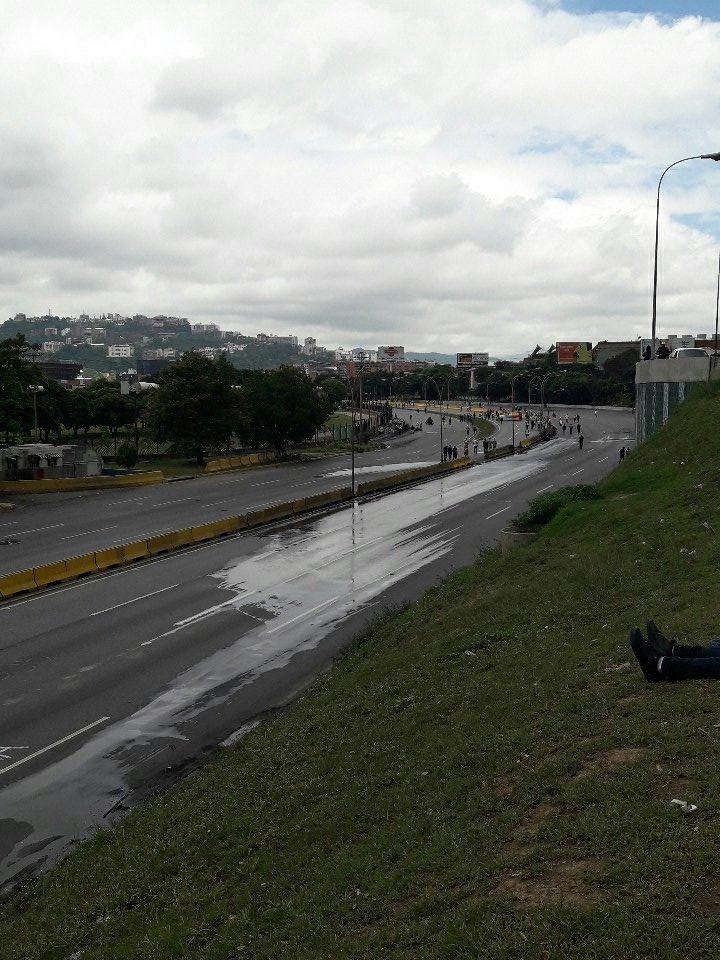 via @MonikJDB: Comienza la #protestapacifica #distribuidoraltamira #24Jun  https://t.co/V9VacljwFh