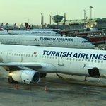 Bald geschafft und wieder daheim. Anschlussflug in Istanbul wartet schon auf uns. Spätestens um Mitternacht sind wir zu Hause.