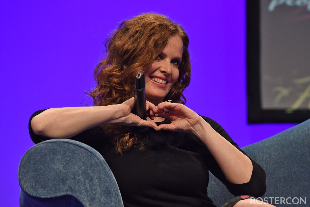 #INTERVIEW: @bexmader talks about Zelena, what made her so popular, scenes that were cut, conventions &amp; more #THEC  http:// rebeccamader.net/en/just-about- tv-interview-with-rebecca-mader/ &nbsp; … <br>http://pic.twitter.com/iu7Fwjtnsz