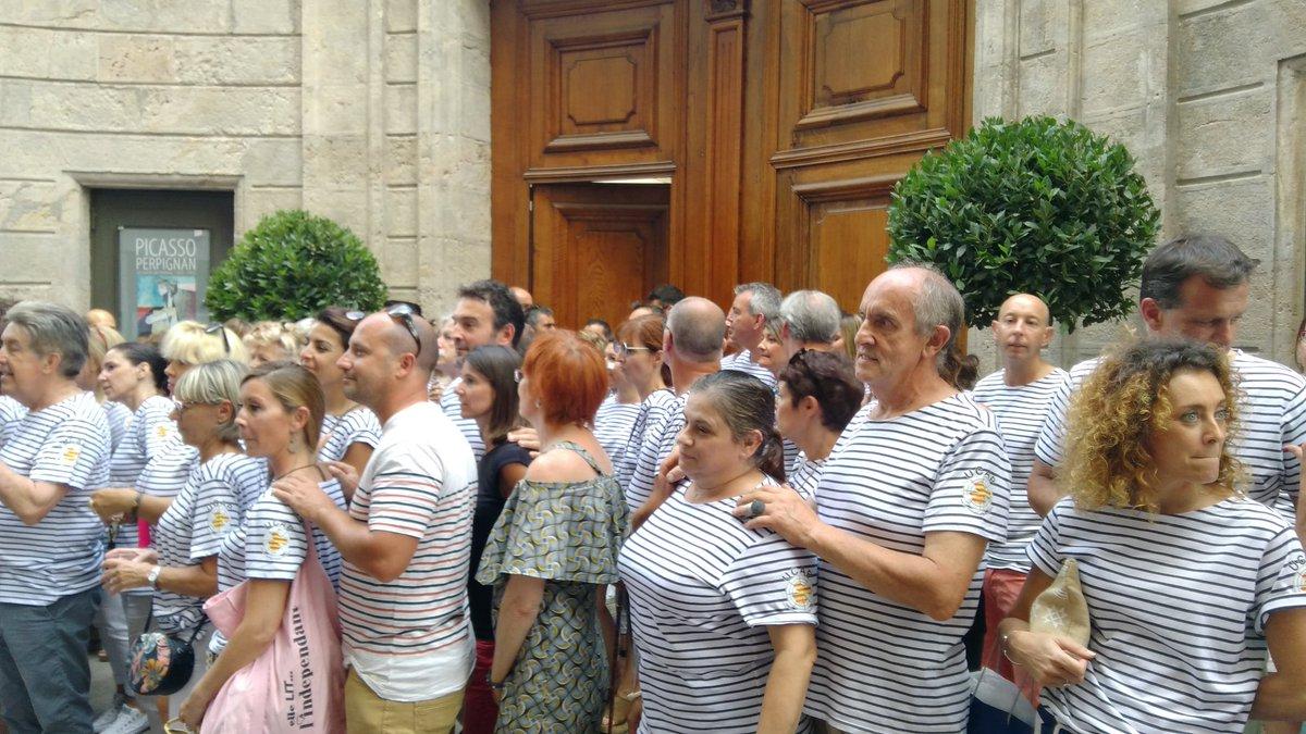 @louis_aliot invité par L'UCAP à un apéritif devant le musée Hyacinthe...