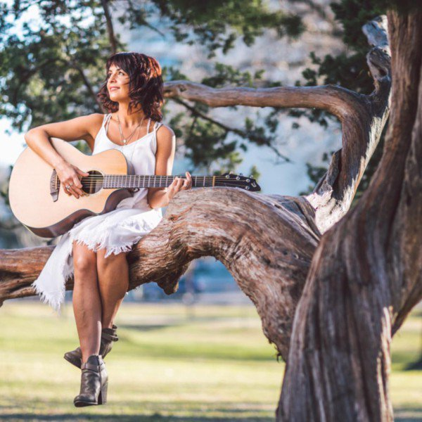 Debut from US singer-songwriter @joannaleemusic could  be your song of the summer #pressrelease    http:// bit.ly/2s45LCF  &nbsp;  <br>http://pic.twitter.com/cwDk8TfBc8