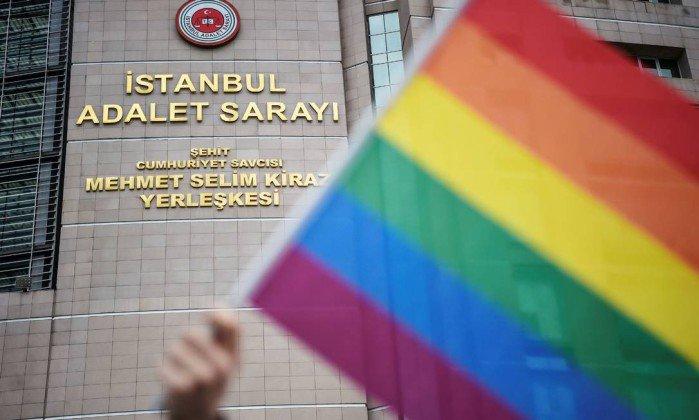 Pelo segundo ano consecutivo, Istambul proíbe Parada LGBT. https://t.co/OUluEQzrWR