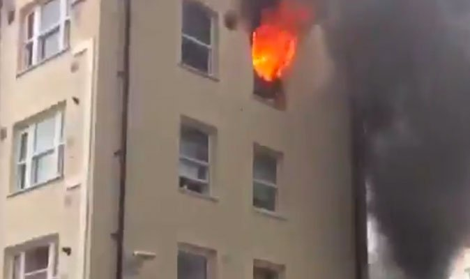 BREAKING: 72 firefighters battling flat blaze in Bethnal Green as smok...