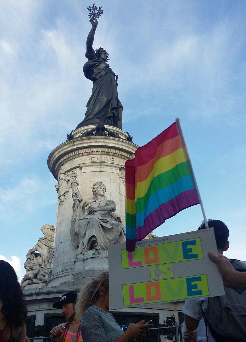 #AramızdaNeVar #Paris #République #MarcheDesFiertés #LGBT #YasakDaNeAyol