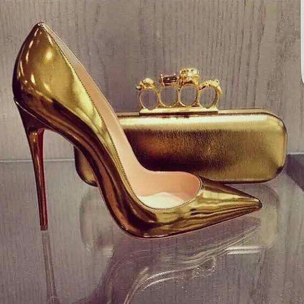 #trendygold #standoutfromthecrowd  #foryourordercontactgabbvintagefor exclusiveshoes @gabbvintage