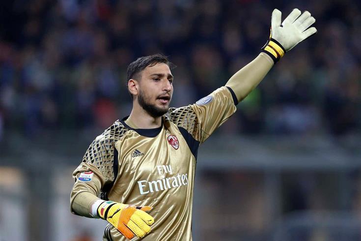 Caso Raiola continue forçando a saída de Donnarumma do Milan, a família do goleiro irá demitir o empresário. [Mediaset]