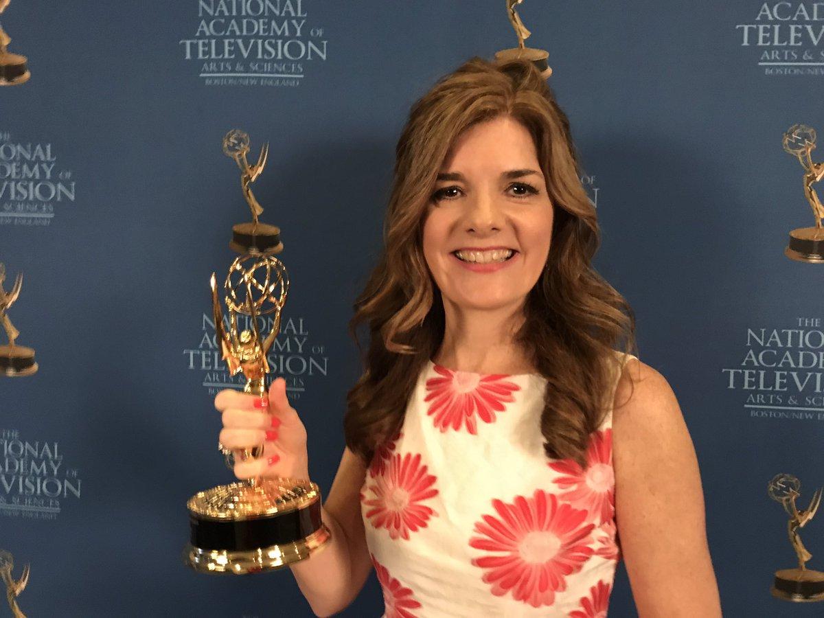 Congrats to @NHChronicle's Karen Meyers for her Emmy win for her story The Bear Whisperer! #nhchronicle via @ErinWMUR