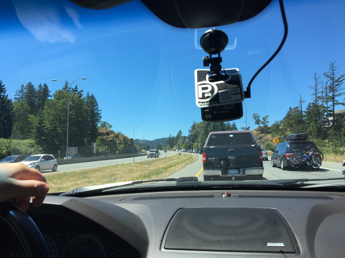 Heading out of town?  Traffic is intense: #yyjtraffic #malahat https:/...