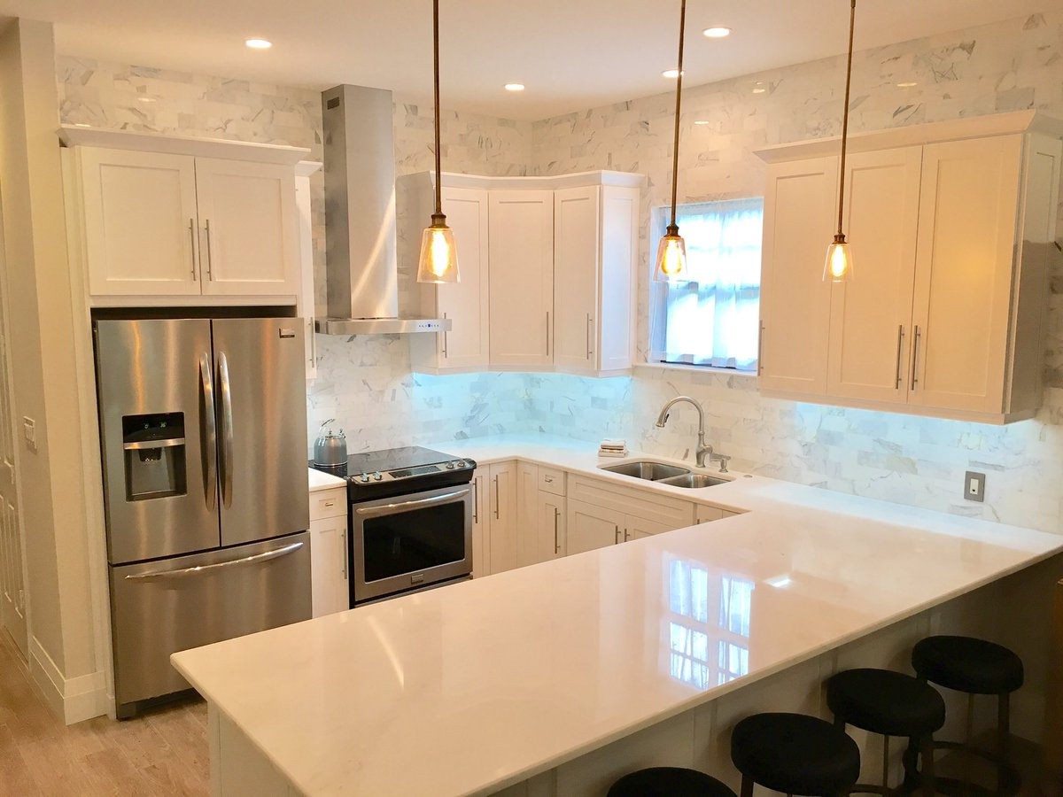 My latest design project in Naples Florida: The Kitchen, Calcutta marble backsplash that goes all the way to the ceiling! #kitchen #design<br>http://pic.twitter.com/fMdXuFfCOD