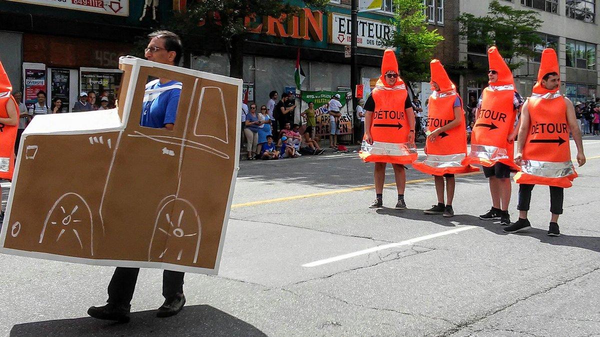 Petit clin d'oeil aux travaux l'été à Montréal au défilé de la #stjean...