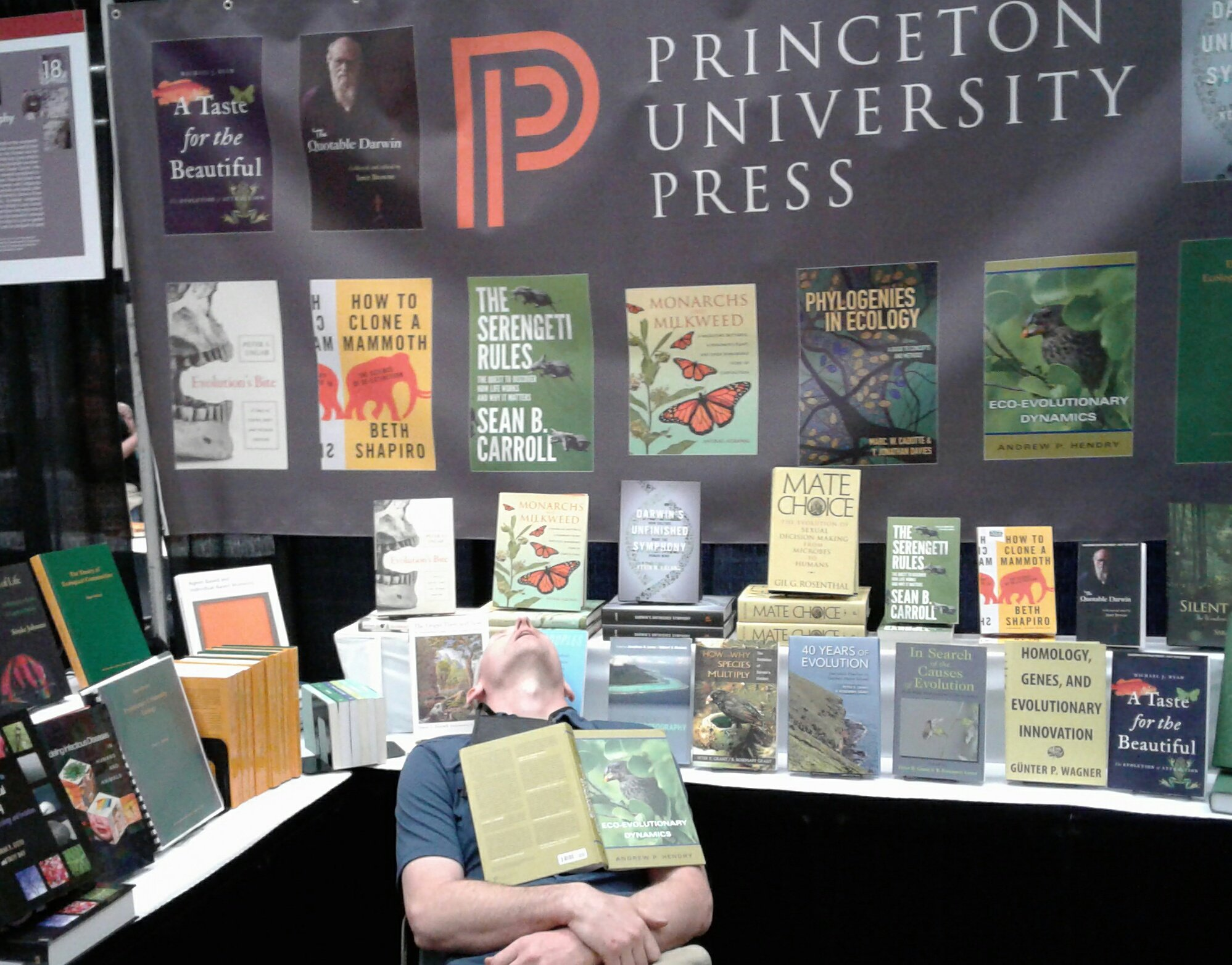 Stopped by the @PrincetonUPress booth at #evol2017 to check out the great new books. You should too! #PeopleWhoFellAsleepReadingMyBook https://t.co/iLkZN3HOmP