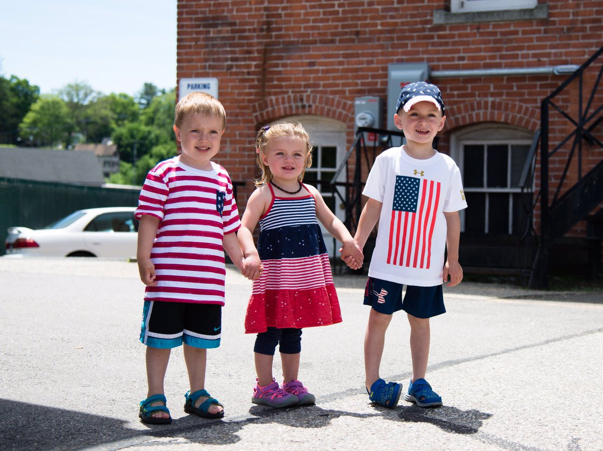 Nothing better than to educate our youth the importance of #FlagDay #StaffordSpringsCT<br>http://pic.twitter.com/6Ku1BhhbCA