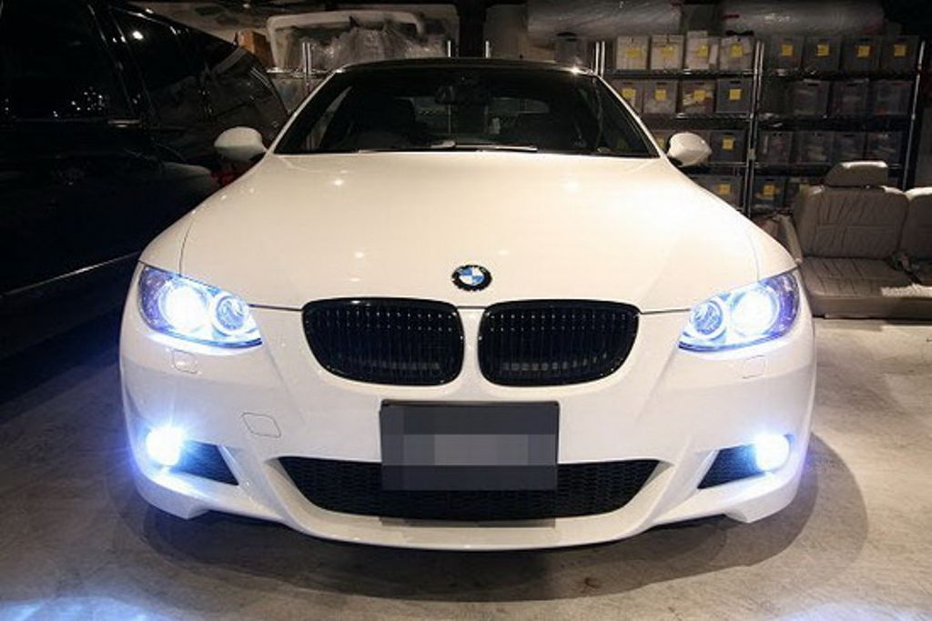 Saturday night Lights! TODAY!! #partsmax #grill #bumper #lights #mirroir #fender #cars #instacars #instaauto #auto #BMW #headlights <br>http://pic.twitter.com/BaEy7S960a
