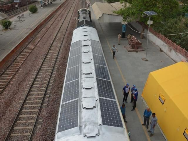 Trump buries his head in coal, India to fit 250 trains with #solar panels:  http:// buff.ly/2t5ebuw  &nbsp;    #ActOnClimate #renewables #forward<br>http://pic.twitter.com/aviOiudurA