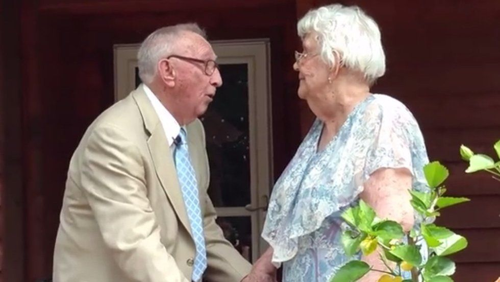 This video of a 90-year-old man serenading his wife will make you cry forever https://t.co/dlyaitSJQr