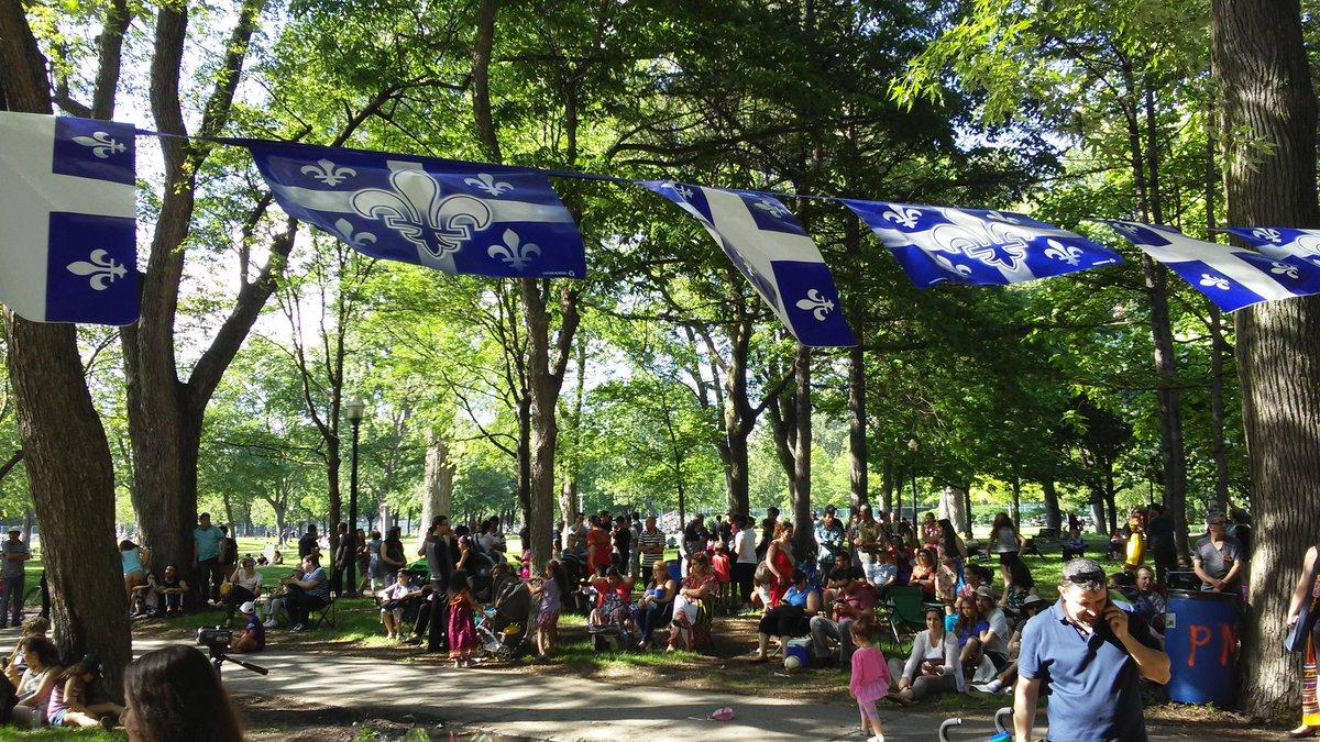 Le parc Lafontaine en fête pour ce 24 juin #stjeanmtl https://t.co/h3M...
