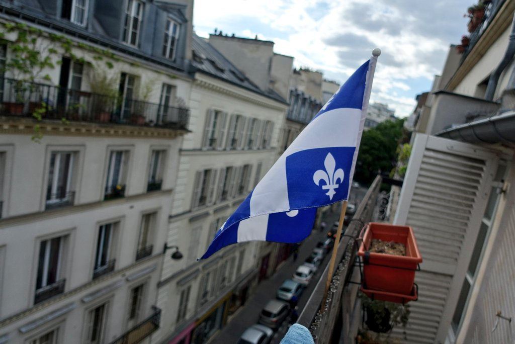 Il a flotté aujourd'hui sur le 9ème arrondissement... Bonne fête #Québ...
