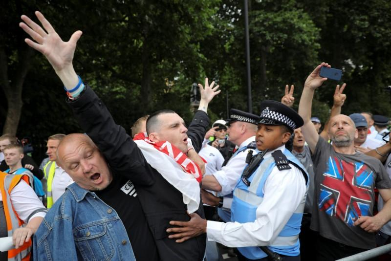 UK police brace for trouble as far-right and anti-racist groups protest https://t.co/UMalUFaK11