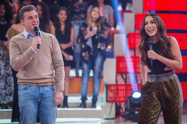'Tive que descer alguns degraus', diz Anitta sobre carreira internacio...