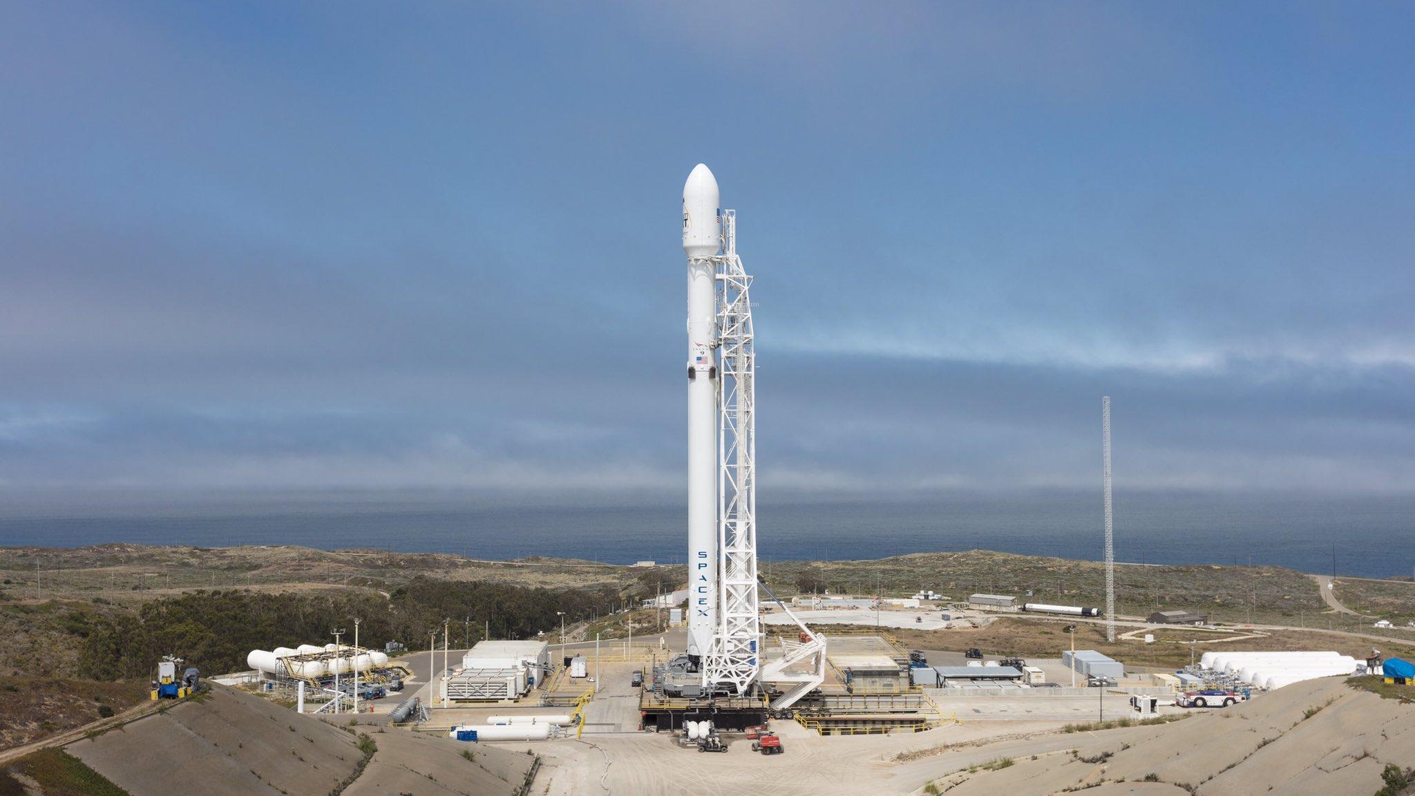 Falcon-9 (Iridium Next 11-20) - 25.06.2017 [succès] - Page 2 DDHips8VwAAS_4i