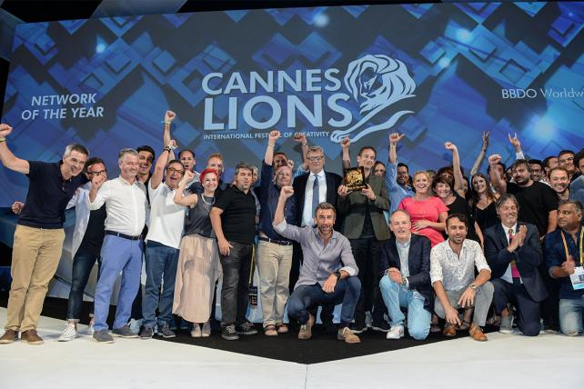 BBDO, Droga5, WPP take top honors on final night of #CannesLions https://t.co/ZnnQ87FdJU https://t.co/PtiftutHS8