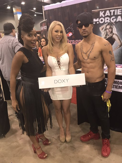 Gifting @thekatiemorgan a @Doxy because she's awesome and its the kinda gift you give to the girl who
