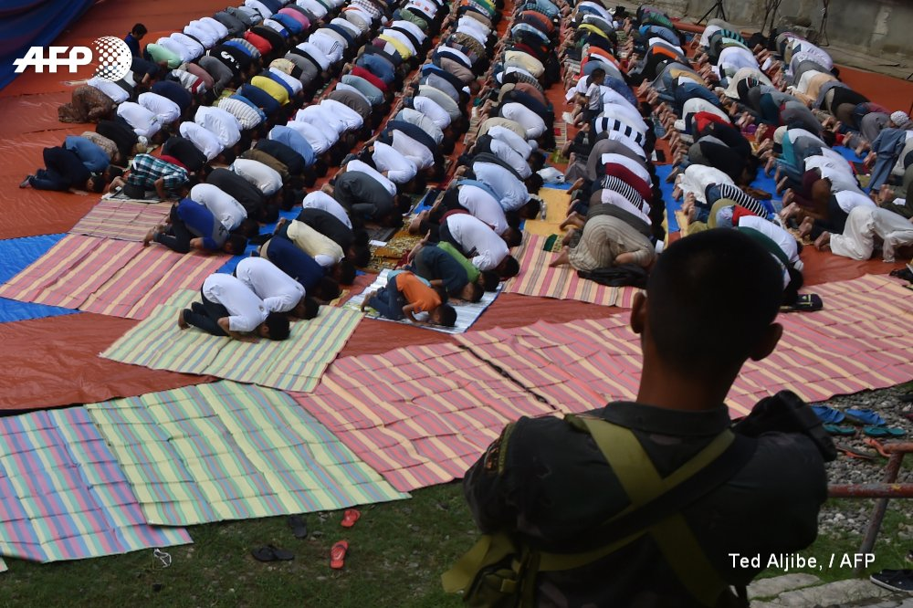 Philippine army halts counter-terrorist op in #Marawi for Muslim holiday https://t.co/zwtYQaQDug https://t.co/2JxWcUEcMv