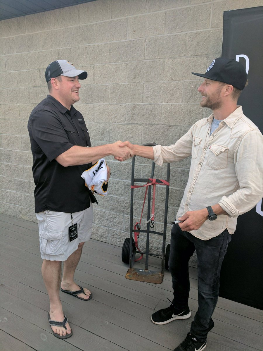 Hey @DierksBentley - let's do this again next year! Pretty sure the @Penguins are up for another Stanley Cup. https://t.co/NSKL7GUtWG