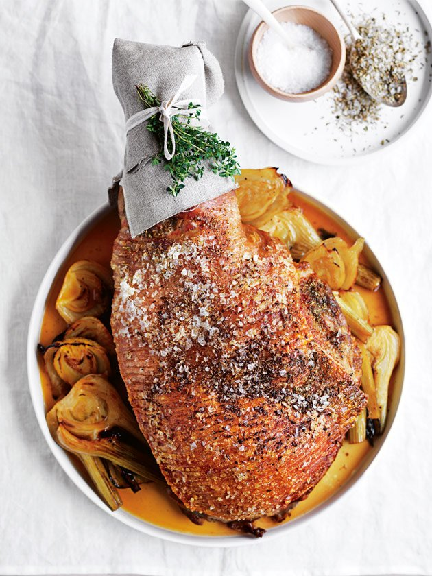 Make Sunday roast extra special with this fennel, black pepper and lemon slow-roasted pork. Seriously impressive! https://t.co/KZpsEl02EX