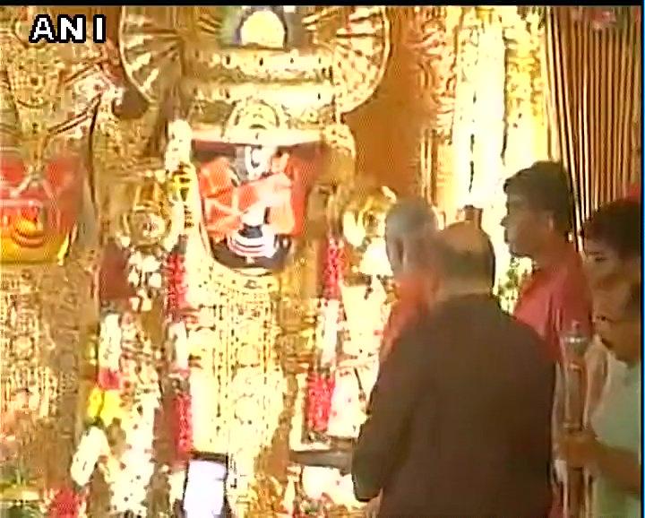 Gujarat: BJP national president Amit Shah attended early morning 'Mangla Aarti' at Jagannath Temple, Ahmedabad