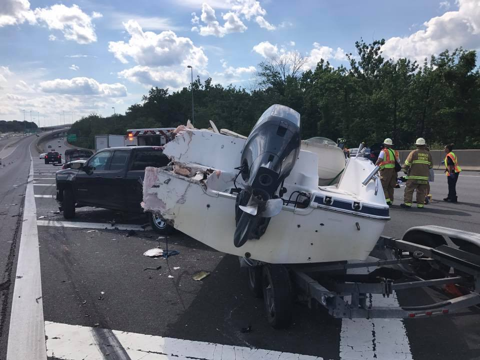 Multi-car crash involving a boat, kills 1, seriously injures another in Fairfax County https://t.co/A5fMnfodCg