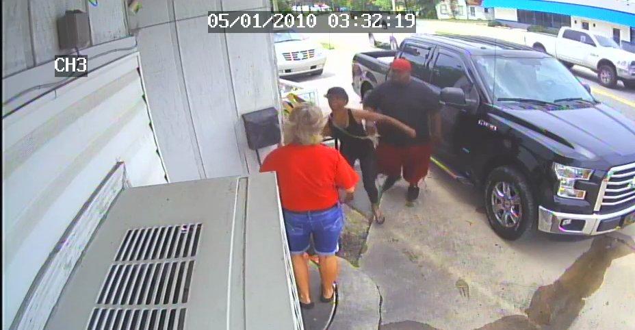 Shocking video captures female owner, daughter assaulted at Ga. restaurant https://t.co/8VHuHBEsvS