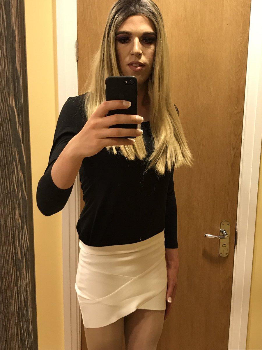 The full outfit #blonde #Crossdresser #princess <br>http://pic.twitter.com/KXEDgzl0gF