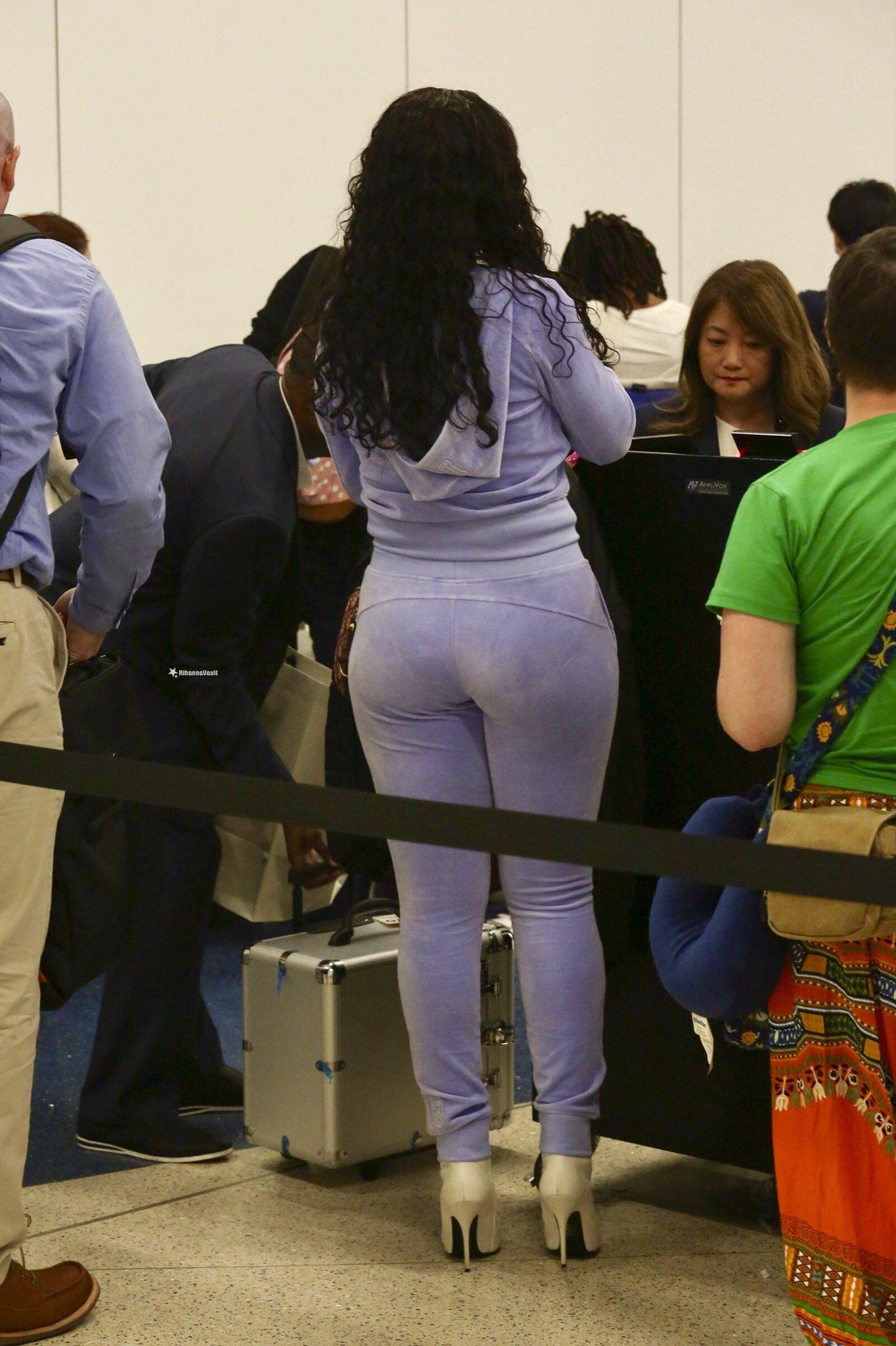 rihanna big booty