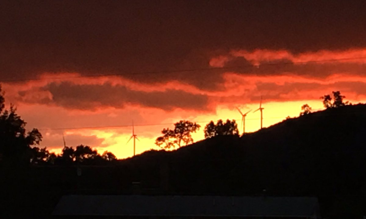 Sunset in WV...these are a few of the windmills from &quot;coal&quot; country Beautiful huh?  #GoGreen #WVProud<br>http://pic.twitter.com/b9AMKtkhCR