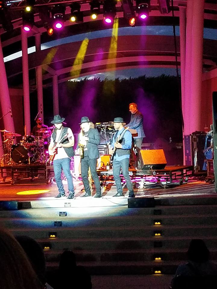 Thanks Country Club Hills Theater! You rocked. On to @RoseMusicCenter Ohio with @TheMorrisDay tomorrow!