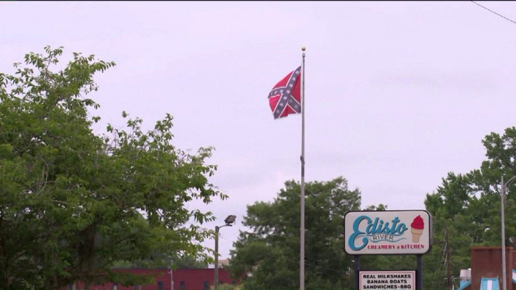 Restaurant owner says nearby Confederate flag is hurting his business https://t.co/nhb5Lb5zcu