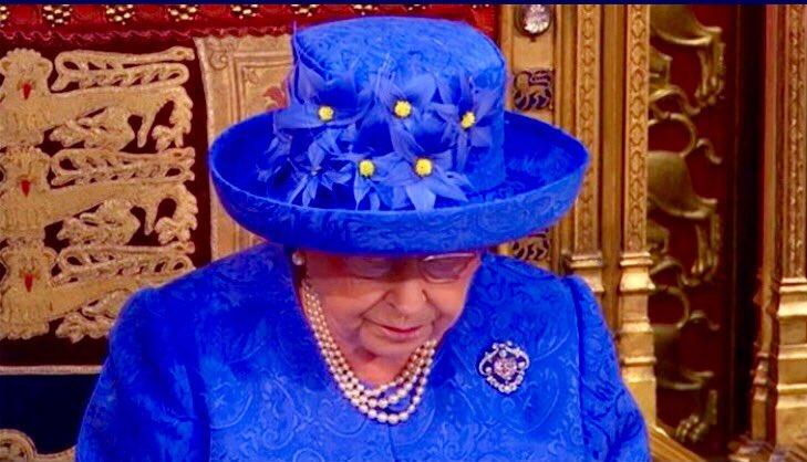 Queen vs Farage: 1:1. #brexit #Brexit1yrOn @BBCWorld  #QueensSpeech #f...