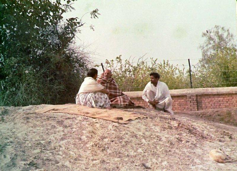 """Pour some Ganga water at it's roots. It will become green again.""  ~Maharaj-ji &lt;3   http://www. nkhashram.org  &nbsp;    #NeemKaroliBaba #Baba #Gurudev<br>http://pic.twitter.com/T9UAKOKvte"