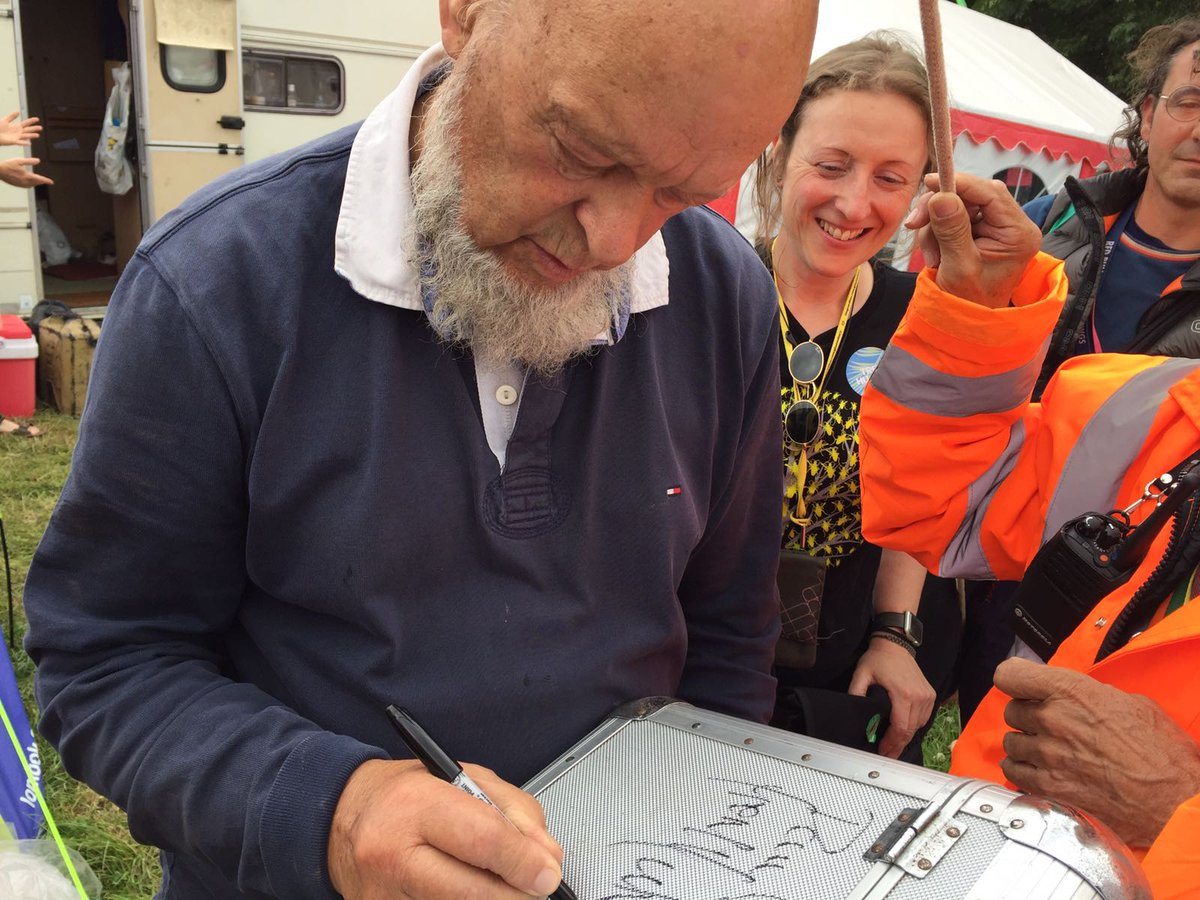 Look who our leader extraordinaire @panemma of @LancsUniLEC has been chatting to @GlastoFest! Enjoy your #festivalbugs mug #MichaelEavis!<br>http://pic.twitter.com/egnMw0n3Gu
