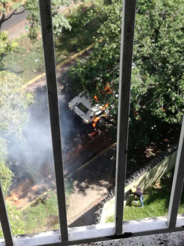 Los Mangos, Guayana: protesters hit National Guard with Molotov cocktails