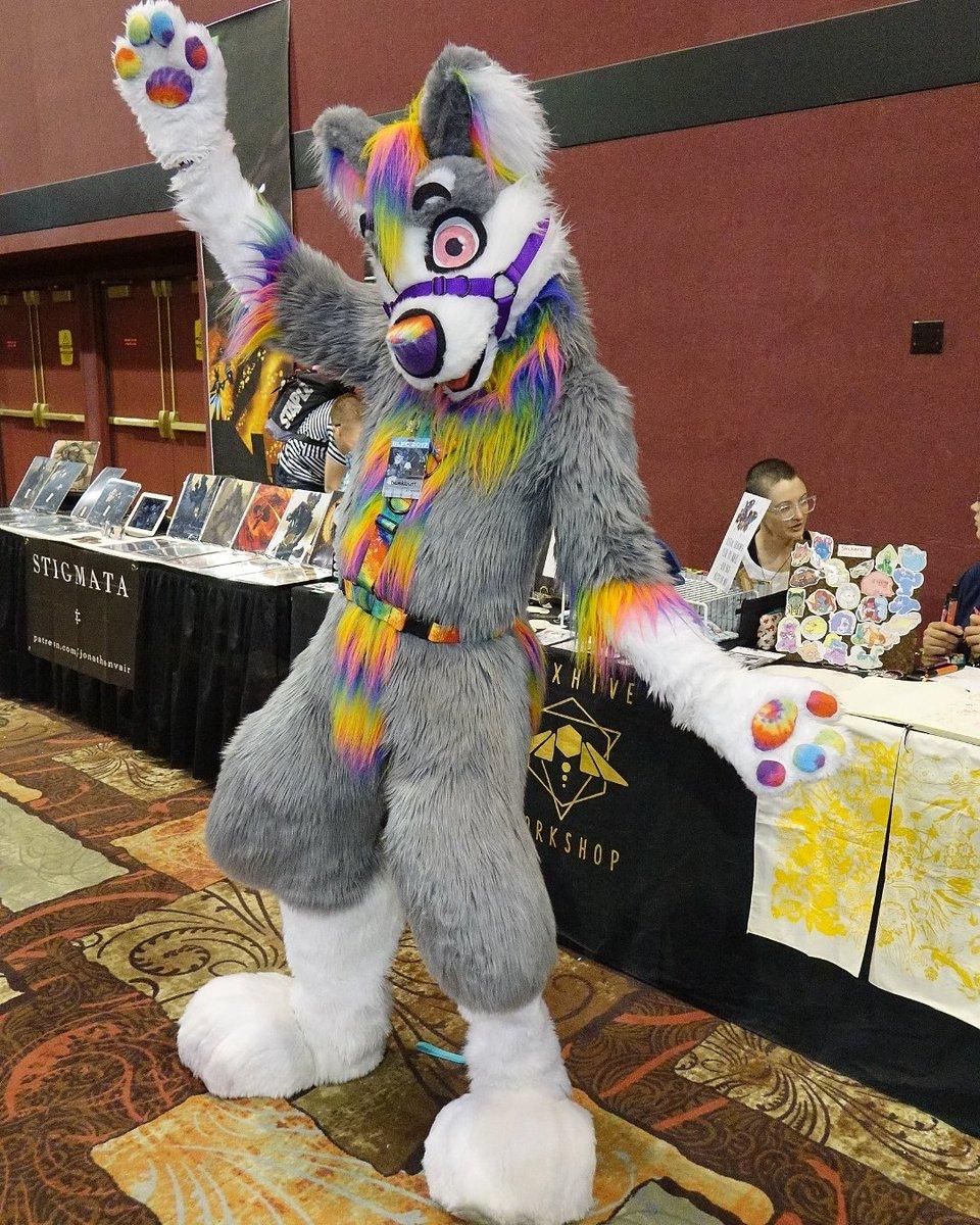 Have a good morning  #furry #fursuiter #rainbow #huskbutt #Arizonafur #Arizonafurry #cosplay #cosplayer #husky #furryfandom #blfc #blfc2017<br>http://pic.twitter.com/KxRFMjeYHB
